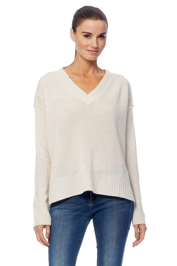 360 Cashmere Daria Knit in chalk with V-neck and relaxed fit.