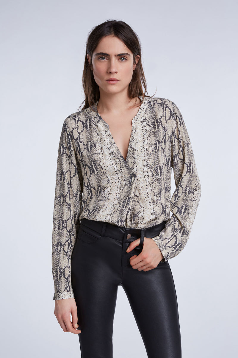 Set snake print open neck blouse with button front and long sleeves