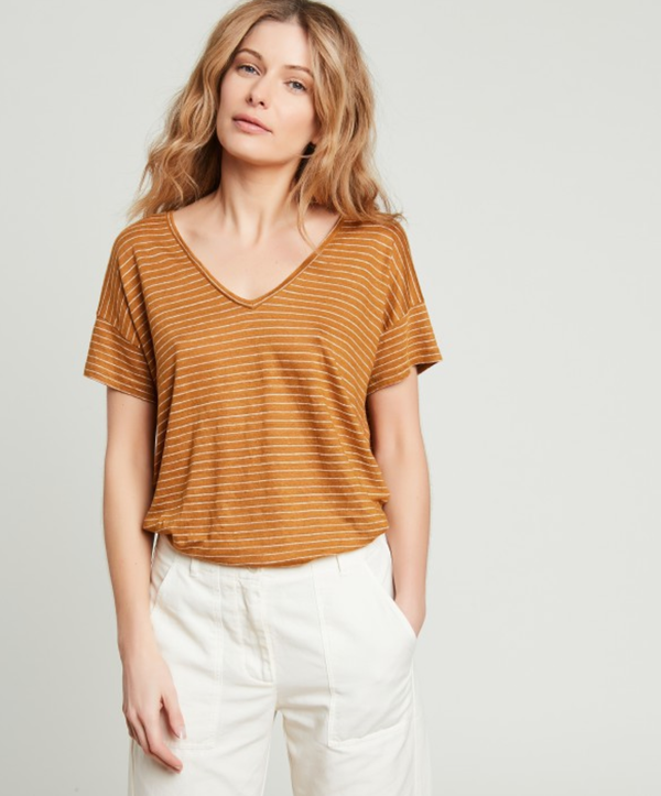 Hartford Tropical V-neck linen striped T-shirt. V-neck T-shirt in a warm spice brown with off white horizontal stripes