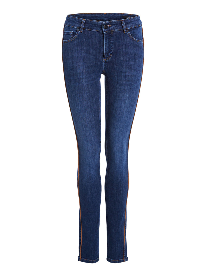 Set blue wash super soft skinny jeans.