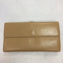 Load image into Gallery viewer, Chanel Vintage Beige Button Wallet