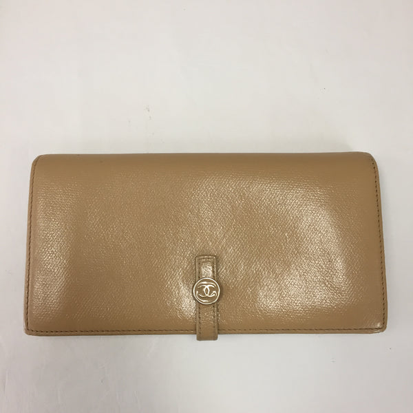 Authentic Chanel Vintage Beige Button Wallet