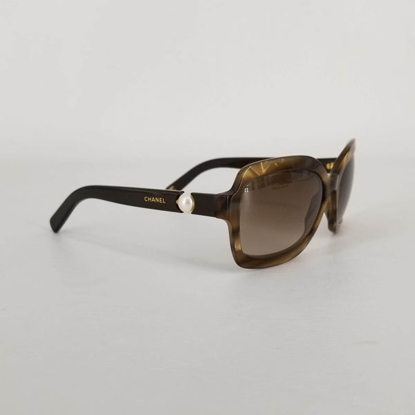 Authentic Chanel Tortoiseshell Pearl Sunglasses RC003