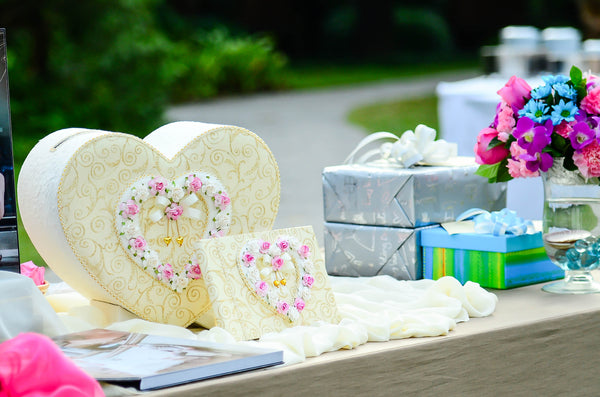 How to Set up Your Wedding Guest Book Table