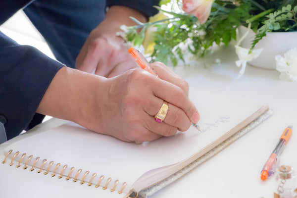 How to Choose a Wedding Guest Book