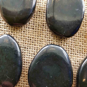 Shungite Flat Stone (assorted. approx. 4x3.5cm)