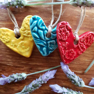 Embossed Ceramic Heart (assorted colours approx. 4 x 4cm)