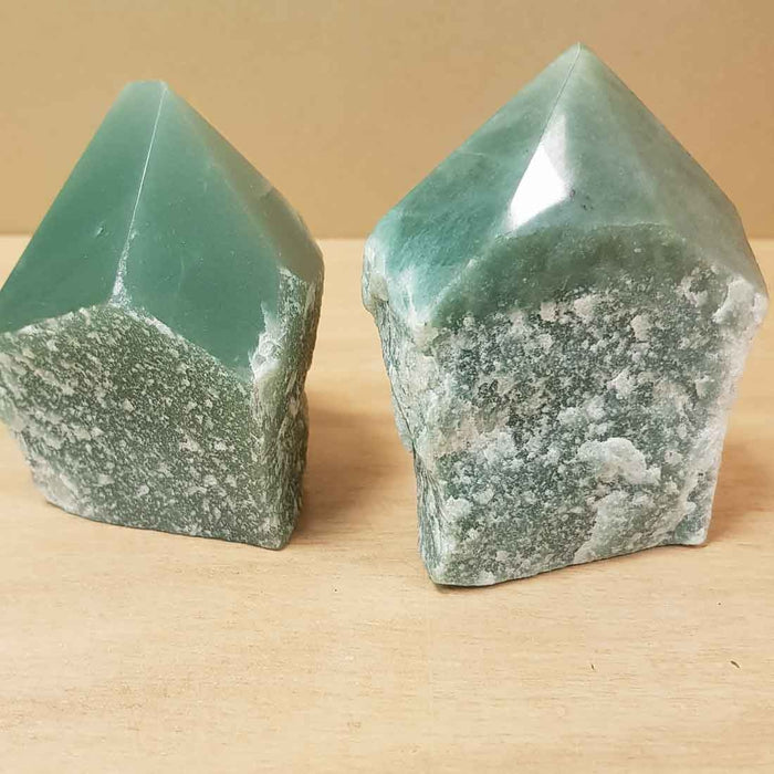 Green Aventurine Point with Cut Base (assort. approx. 8x6x4cm)