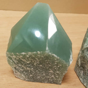 Green Aventurine Point with Cut Bas