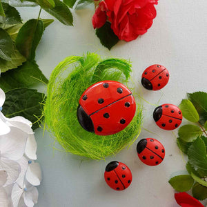 Ladybird Table & 4 Stools for the Fairy Garden (approx Table 5x3cm & Stools 2x2.5cm)