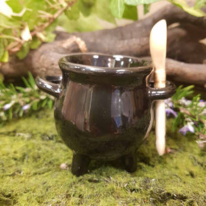 Witches Cauldron Egg Cup & Spoon. (approx. 9x8x4.5cm)