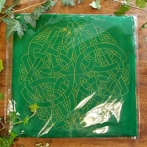 Celtic Labyrinth Velvet Tarot Cloth. (approx. 80x80cm)