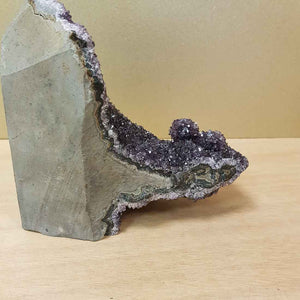 Amethyst Cluster Standing. (approx. 14x15x7cm)