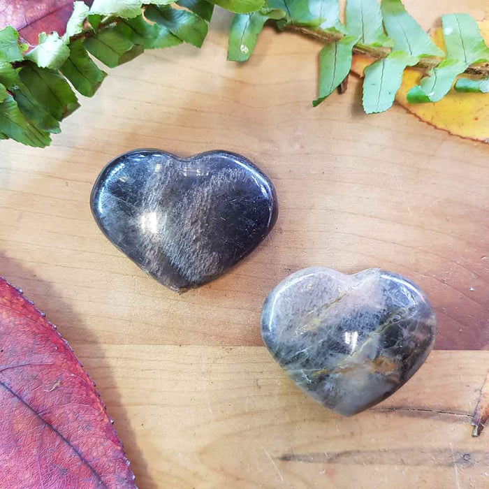 Black Moonstone Heart. (assorted. approx. 3x3.5x1cm)