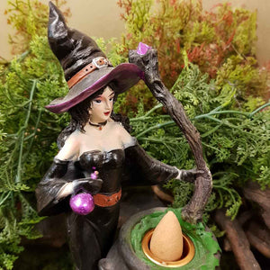 Witch & Cauldron Backflow Incense Burner. (approx. 19x10x12cm).