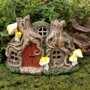 Fairy House with Mushrooms. (LED. approx. 16x10.5x8cm)