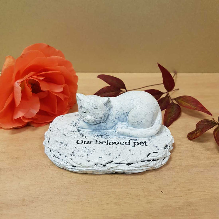 Our Beloved Pet Cat Memorial. (approx. 4x10x8cm)