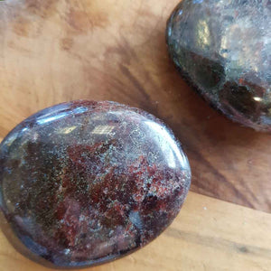 Garnet Palm Stone. (assorted. approx. 4x5cm)