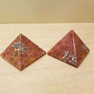 Agate Pyramid. (assorted approx. 4x5x5cm)