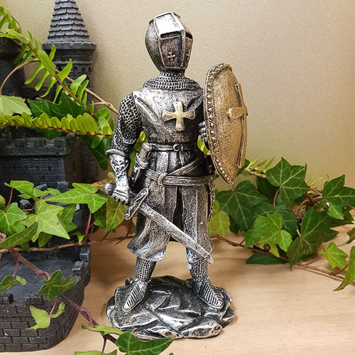 Knight with Raised Sheild (approx 21.5x9.5x6.5cm)