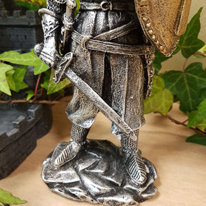Knight with Raised Shield (approx 21.5x9.5x6.5cm)