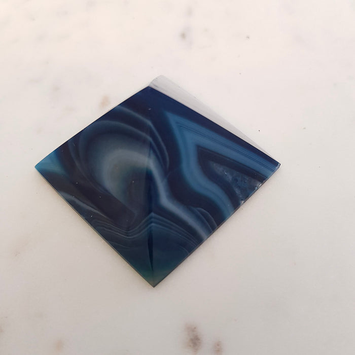 Agate Pyramid (dyed. assorted. approx. 5x5x3cm)