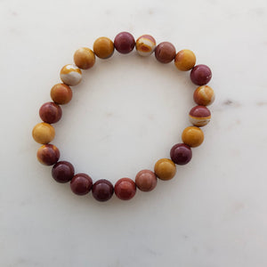 Mookaite Jasper Bracelet (assorted. approx. 8mm round beads)