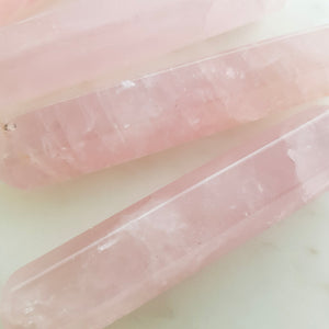 Rose Quartz Faceted Wand (assorted. approx. 10x2cm)