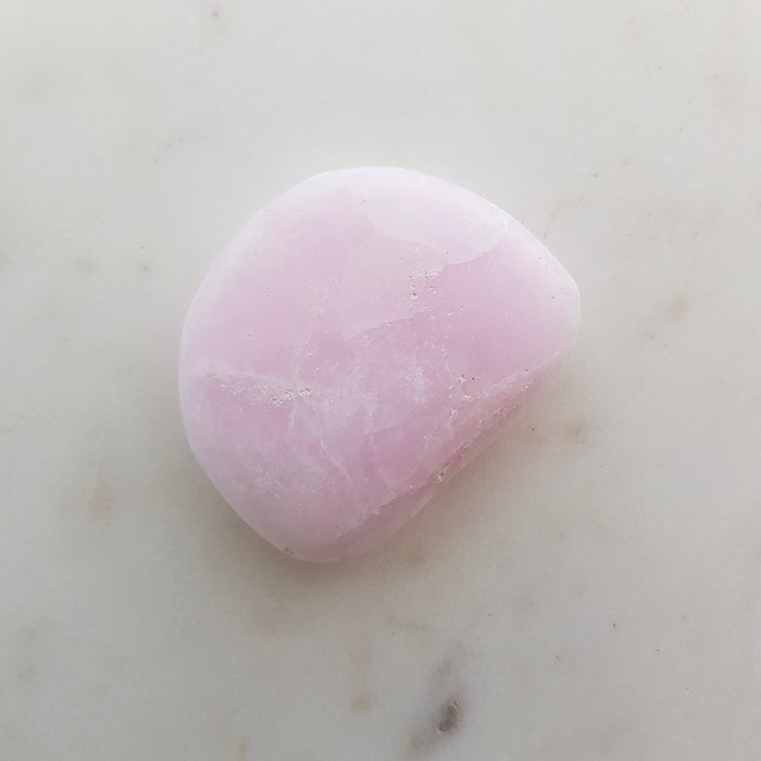 Pink Aragonite Flat stone (assorted. approx. 4x3.5cm)