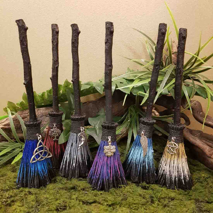 Desktop Witches Broom (assorted approx. 5x4x19cm)