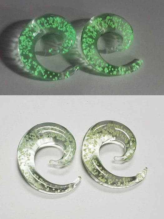 "Glow in the Dark Spiral 7/16"" Glass Plugs - Bloody Wolf Tattoo Supply"