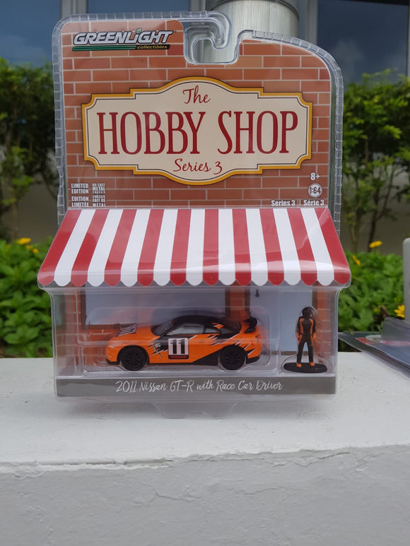 1:64 Greenlight Nissan GT-R with Race Car Driver
