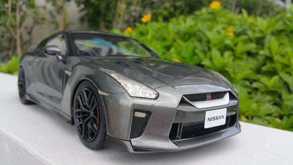 1:18 Tarmac Works Nissan GTR 2017 - Grey