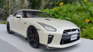 1:18 Tarmac Works Nissan GTR 2017 - Brilliant White