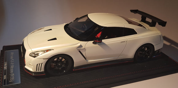1:18 Avanstyle Nissan GTR R35 Nismo - Brilliant White Pearl