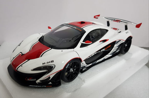 1:18 Autoart Mclaren P1 GTR - Gloss White/ Red Stripes