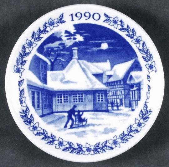 Royal Copenhagen Porcelain Hans Christian Anderson Home Giftware Christmas Plaquette