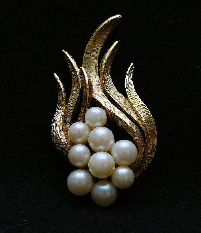 Vintage Mid Century MCM Modernist Goldtone and Pearl Brooch