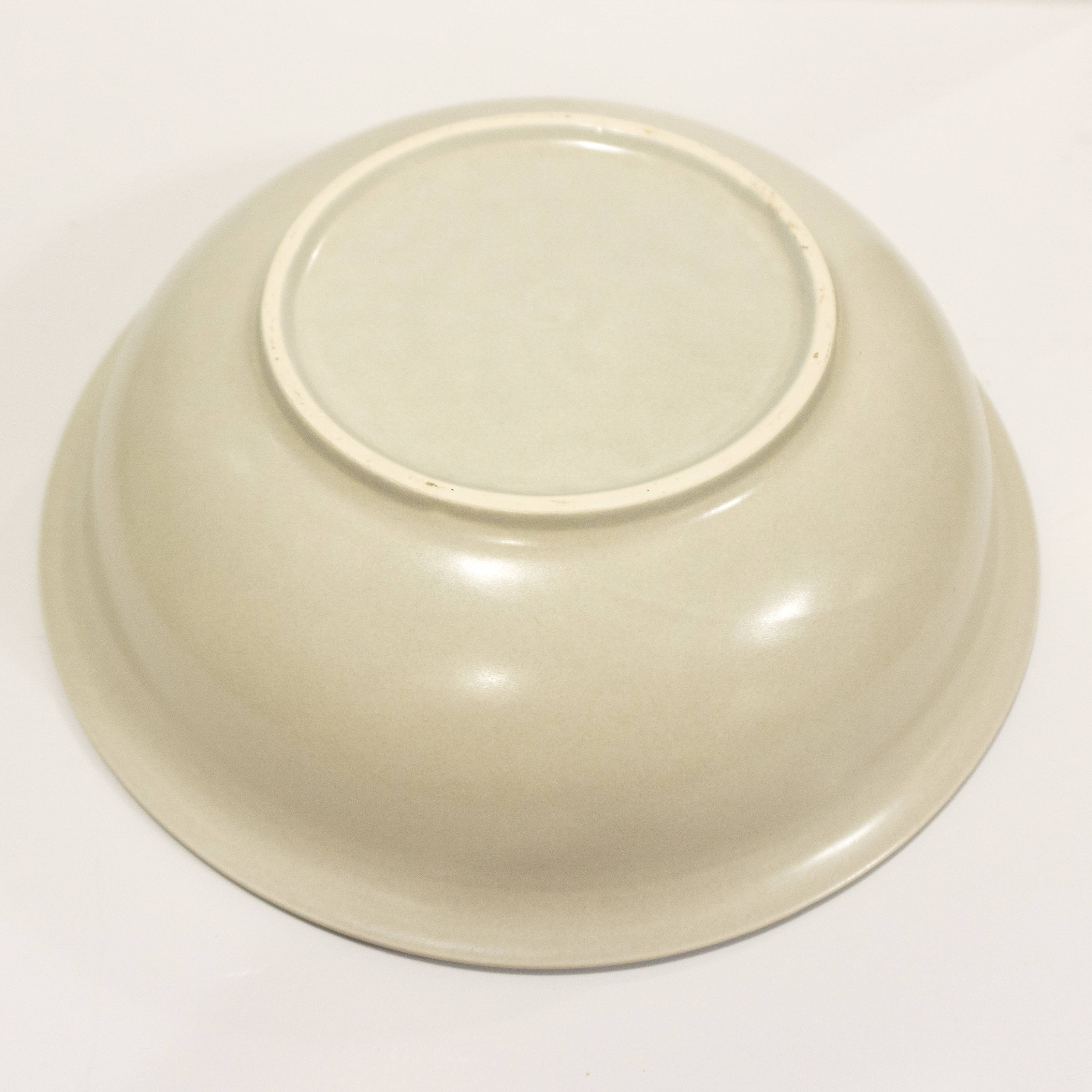 "Vintage 12"" Large Salad Serving Bowl in Yorktowne (USA) by Pfaltzgraff Beige and Blue Stoneware"