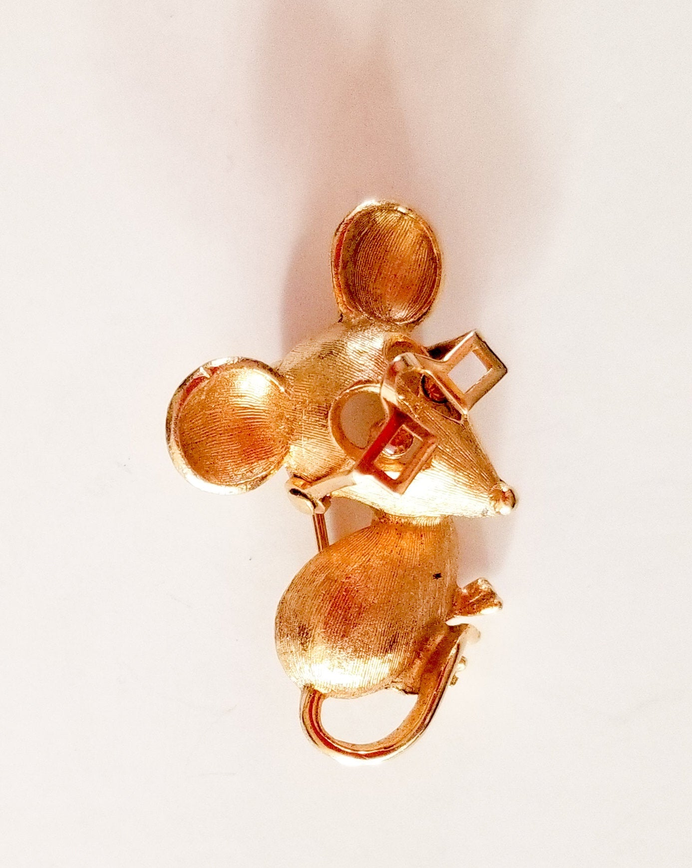 Vintage Avon Gold Mouse with Moveable Glasses Pin 1970's