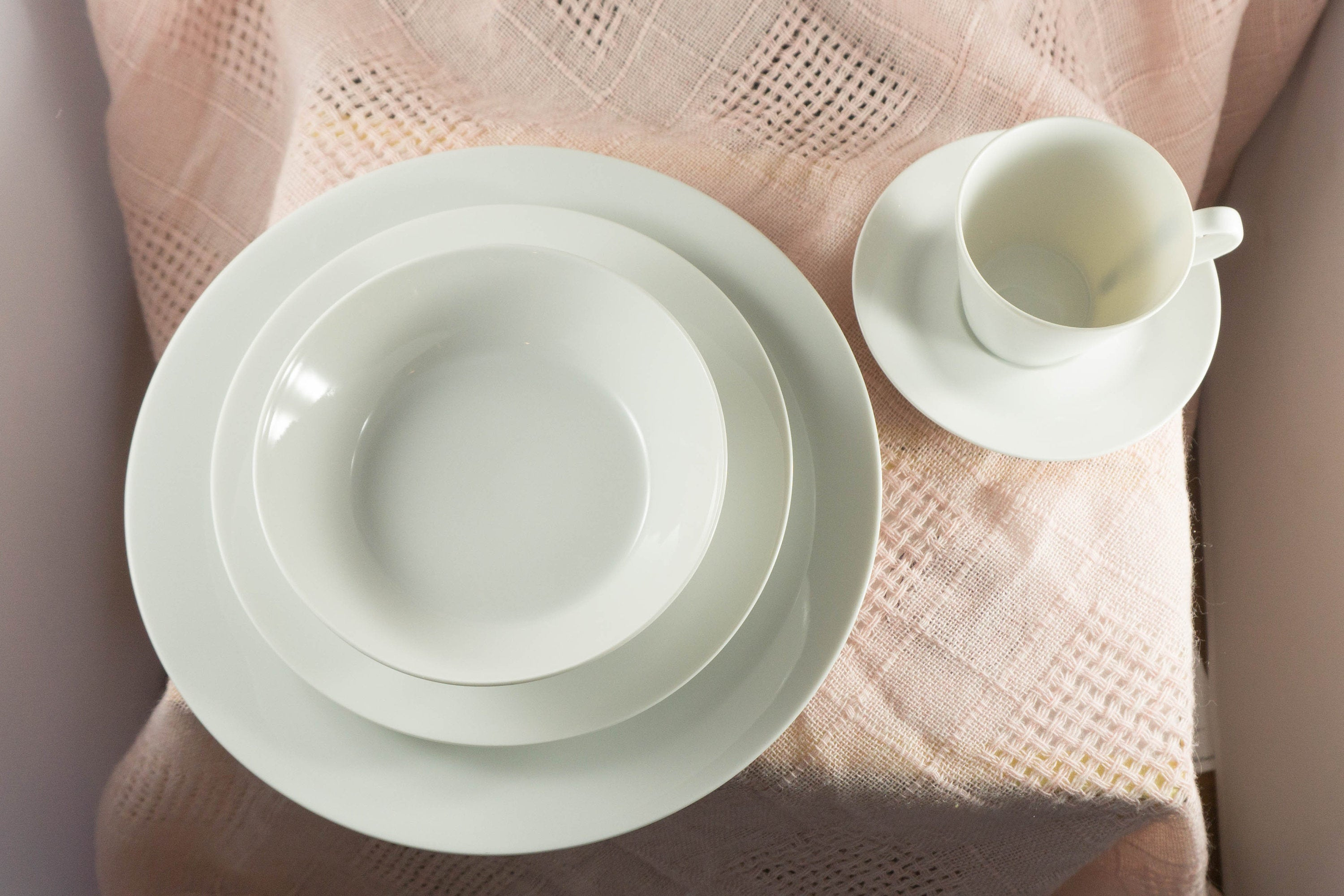 White Mid Century Modern Fairwood Fancy Free China 5 Piece Place Setting - Schonwald Germany 1950s