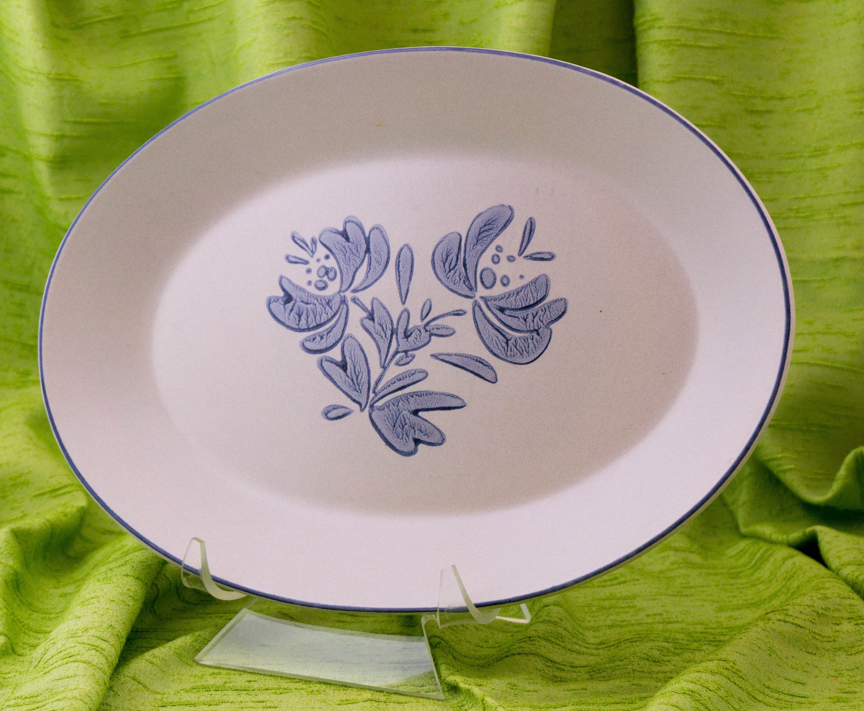 "Pfaltzgraff Yorktowne Pattern 14"" Oval Serving Platter Discontinued"