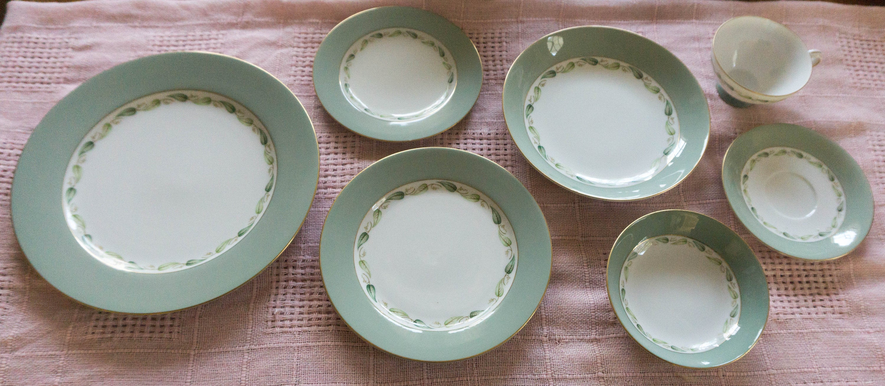 Gorgeous Vintage Seven Piece Place Setting in Tuxedo by Puritan