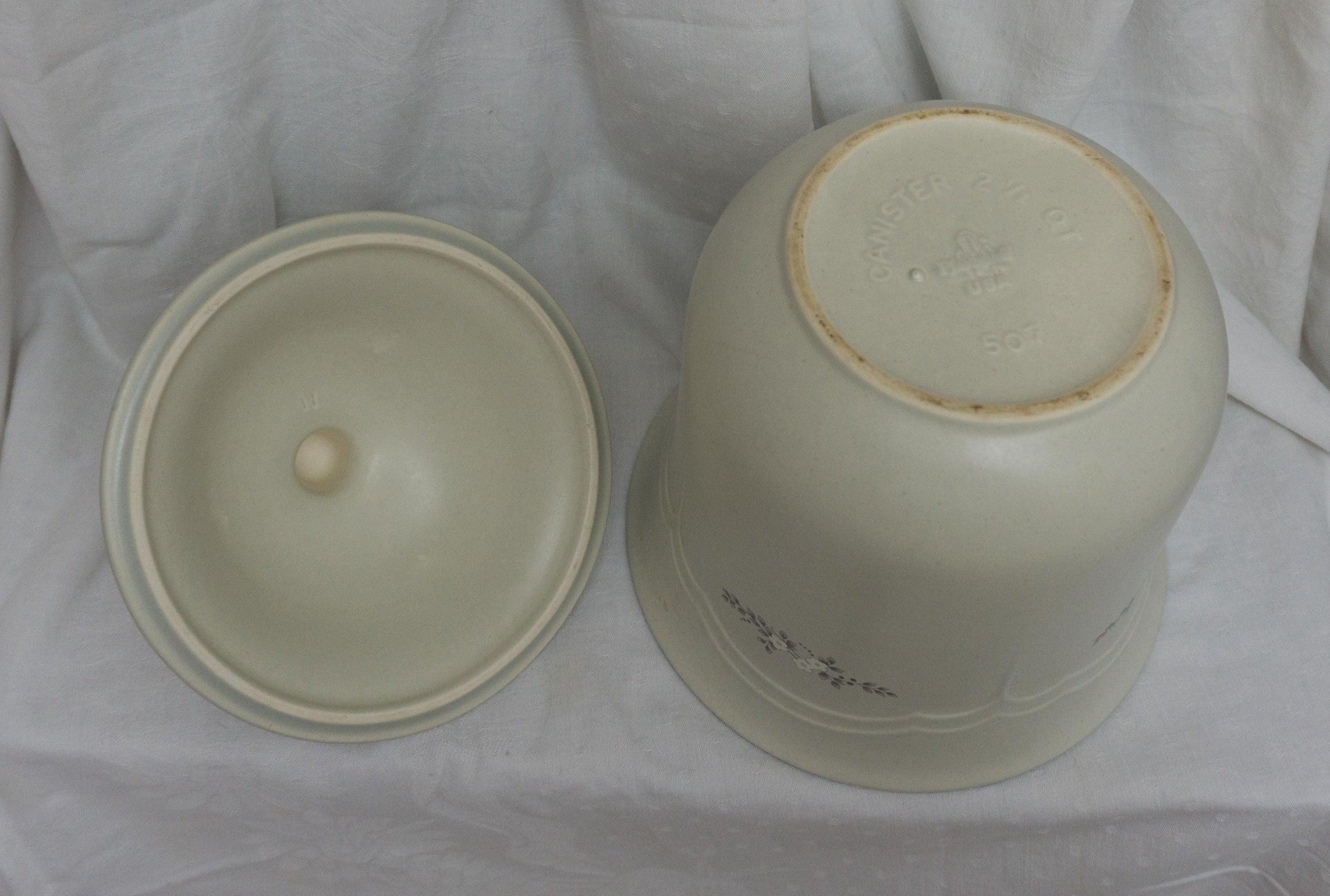 Vintage Retired Pfaltzgraff Heirloom 507 2.5 Quart Flour Canister WITH LID Stoneware
