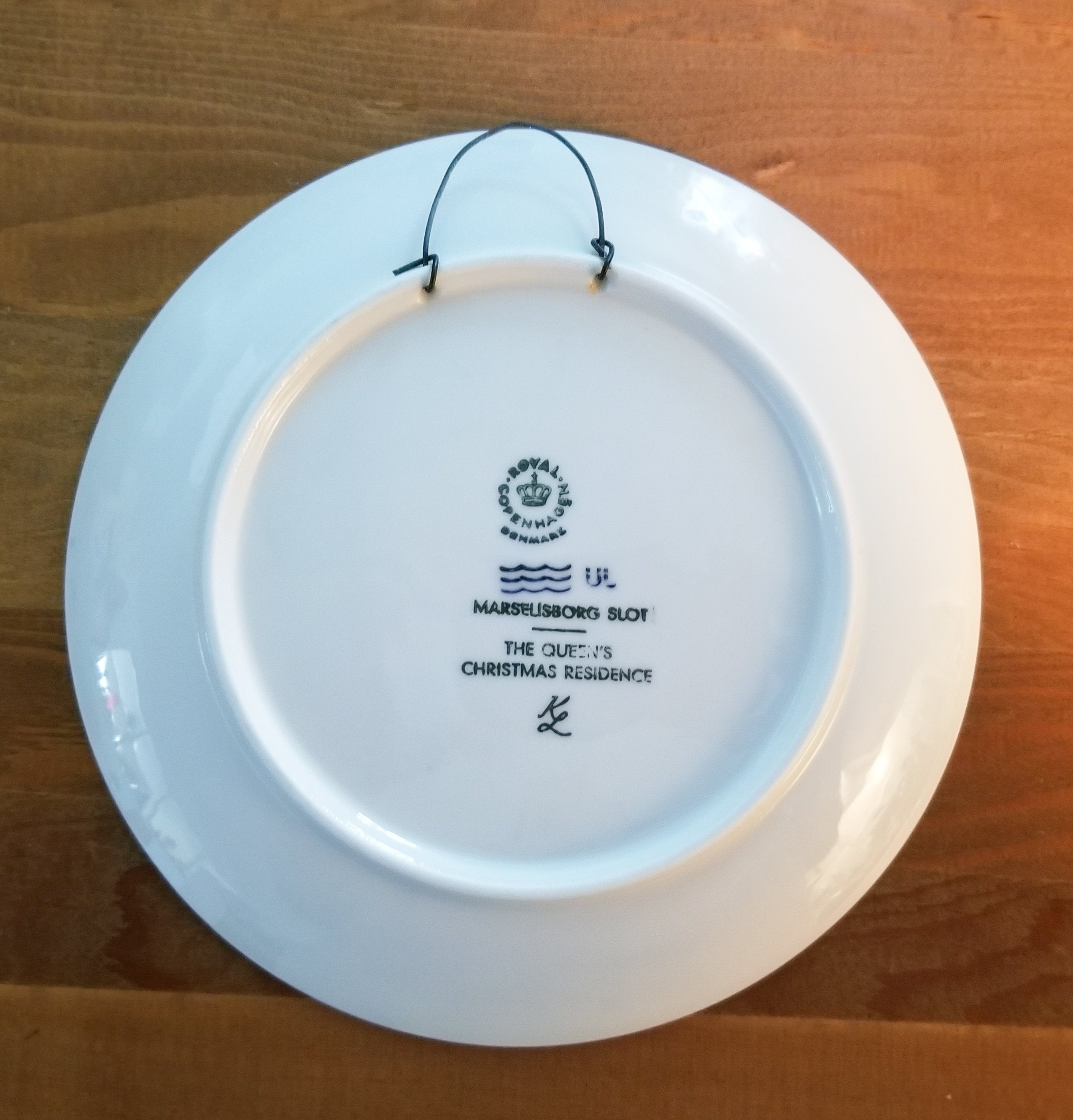 Vintage Royal Copenhagen Porcelain Christmas Plate Jule After 1975 The Queens Christmas Residence
