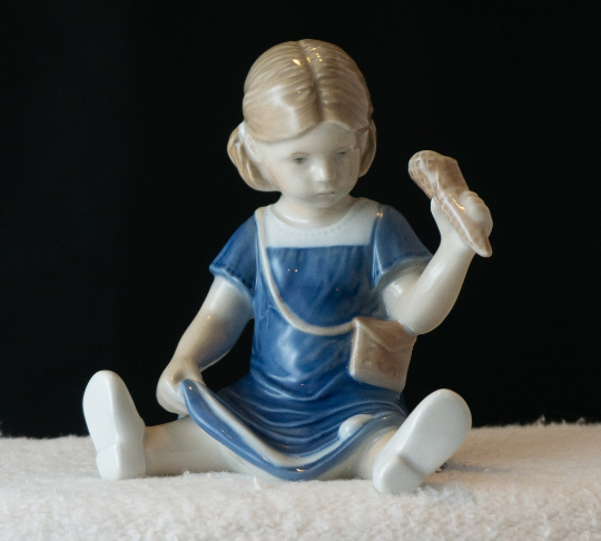 Royal Copenhagen Else Eating Ice Cream figurine # 673