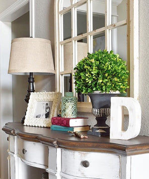 Home Decor Loving the look of this bright and sunny entryway!