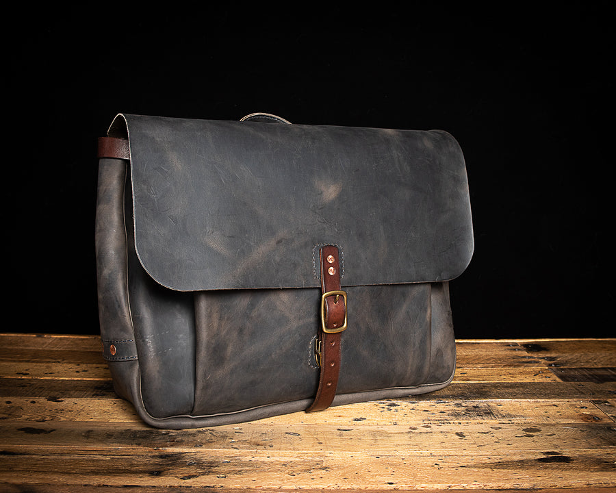 Franklin Leather Messenger Bag | Charcoal Rough & Tough