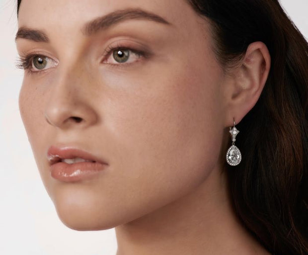 PEAR-SHAPED DIAMOND, PLATINUM EARRINGS