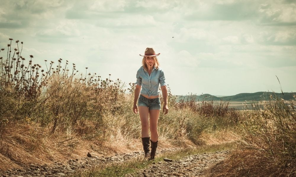 6 Fashionista Tips: How To Wear Cowgirl Boots in Summer